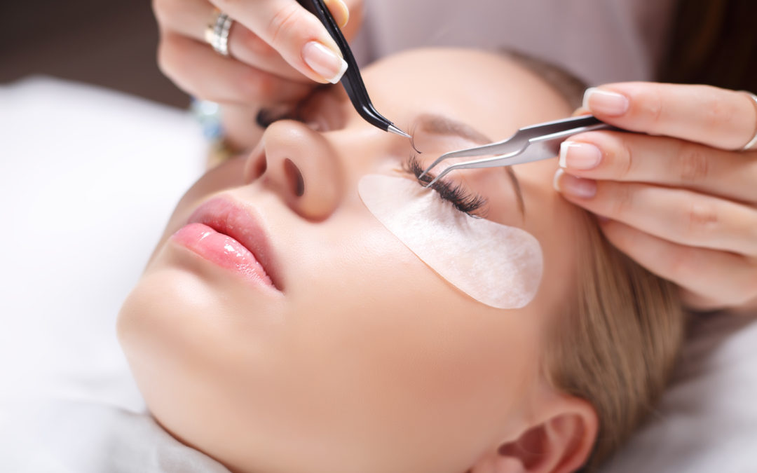 Nejoblíbenější kosmetické procedury po dovolené? Prodlužování řas a nástřik kolagenu